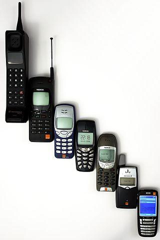 320px-Mobile_phone_evolution