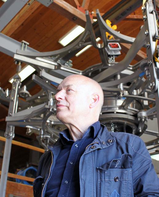 Brian Eno vists the Long Now Clock shop